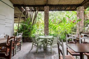 A restaurant or other place to eat at Selina Paraty