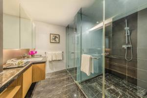 A bathroom at Somerset Riverview Chengdu