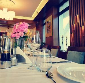 Un restaurant sau alt loc unde se poate mânca la Hotel Buchenland