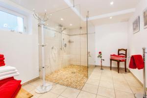 A bathroom at Gästehaus Eberhart