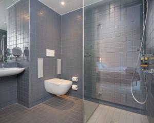 Een badkamer bij Zander K Hotel