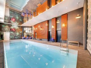 The swimming pool at or close to Novotel Paris Gare De Lyon