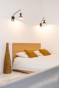 A bed or beds in a room at Loft Love room Jacuzzi Privatif Marseille