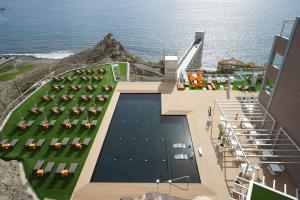 Uitzicht op het zwembad bij Riviera Vista of in de buurt