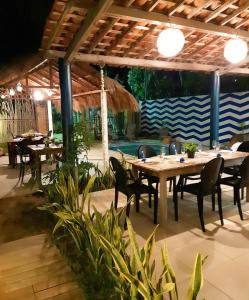 A restaurant or other place to eat at D'Kaza Pousada de Charme
