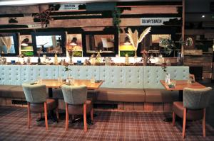 A restaurant or other place to eat at The Tal-Y-Cafn Hotel