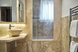A bathroom at Albergo Chiusarelli