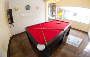 A pool table at Villarejo Parque Hotel