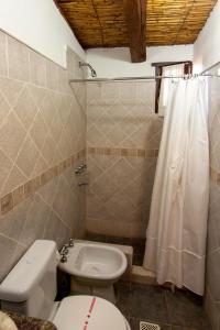 A bathroom at Hotel Norte Rupestre