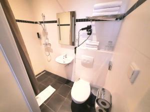 A bathroom at Hotel Washington