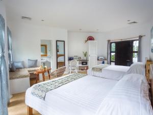Кровать или кровати в номере Granada Beach Resort - Adults Only