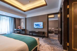 A television and/or entertainment center at SSAW Boutique Hotel Lishui Jiarui