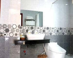 A bathroom at Minh Minh Nam Hotel