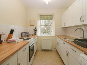 A kitchen or kitchenette at Steading Cottage