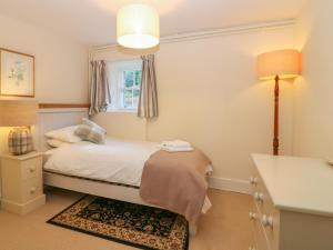 A bed or beds in a room at South Mains Cottage