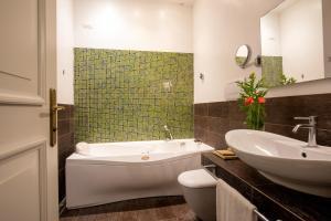 A bathroom at Vivaldi Luxury Rooms