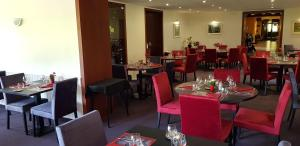 A restaurant or other place to eat at Le Pavillon