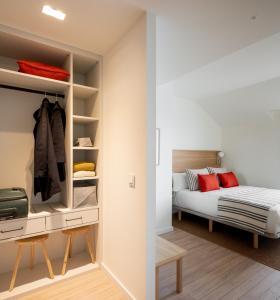 A bed or beds in a room at Apartahotel Líbere Vitoria
