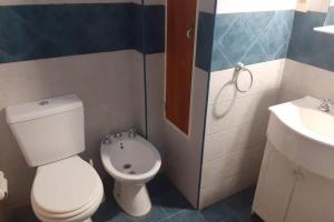 A bathroom at Amplio departamento, la mejor ubicación en Mendoza