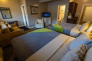 A bed or beds in a room at Stoco Lake Lodge