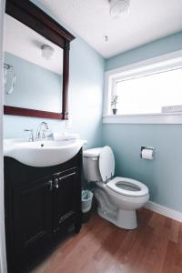A bathroom at Bellas Castle Bed and Breakfast