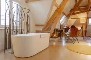 A bathroom at Bossche Suites Stationsweg