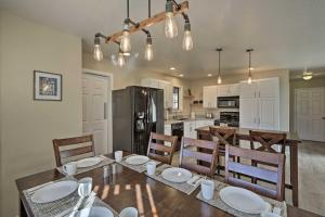 A restaurant or other place to eat at Spacious Family Home Surrounded by Mtn Views!
