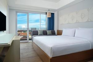 A bed or beds in a room at Fairfield by Marriott Bali Kuta Sunset Road