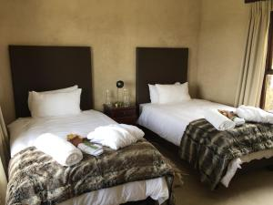 A bed or beds in a room at Groot Sleutelfontein