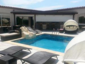 The swimming pool at or close to La Pinède D'Estarac