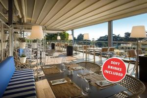 A restaurant or other place to eat at Valamar Parentino Hotel - ex Zagreb
