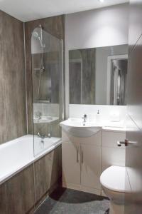 A bathroom at Dream Apartments City Center Newcastle