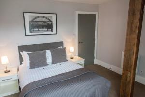 A bed or beds in a room at Dream Apartments City Center Newcastle
