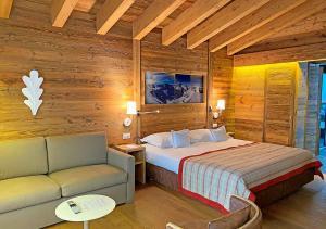 Кровать или кровати в номере Nendaz 4 Vallées & SPA 4* Superior