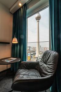 Un lugar para sentarse en Motel One Berlin-Alexanderplatz