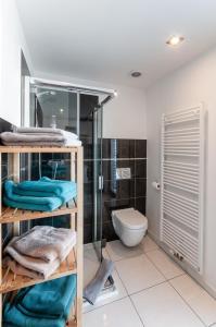 A bathroom at VV hotel & apartments