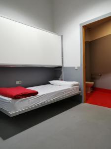 Un ou plusieurs lits dans un hébergement de l'établissement Traveller Box Hostel