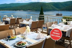 Ein Restaurant oder anderes Speiselokal in der Unterkunft Valamar Sanfior Hotel & Casa