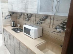 A cozinha ou cozinha compacta de شقق عمار - شقق خاصة