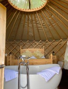 A bed or beds in a room at Camp Kátur Glamping