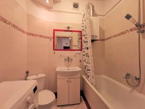 A bathroom at Euro24 Apartamenty Konwalia - Gdańsk Oliwa - Blisko Sopotu
