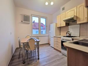 A kitchen or kitchenette at Euro24 Apartamenty Konwalia - Gdańsk Oliwa - Blisko Sopotu