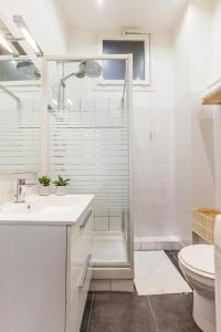 A bathroom at Le Pytheas