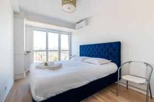 A bed or beds in a room at Mimi - Bel appartement climatisé avec vue sur Notre Dame, refait à neuf