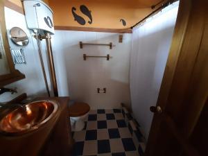 A bathroom at Hotel El Eden Country