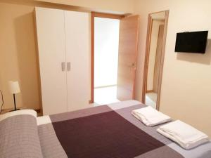 A bed or beds in a room at Apartment with 3 bedrooms in Oviedo with WiFi 28 km from the beach
