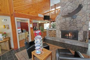A restaurant or other place to eat at Fireside Inn & Suites Gilford