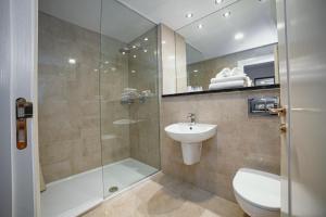 A bathroom at The Wyatt Hotel