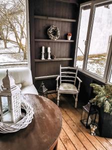 A seating area at Garden View Home