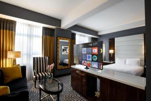 The lobby or reception area at Hotel Metro, Autograph Collection